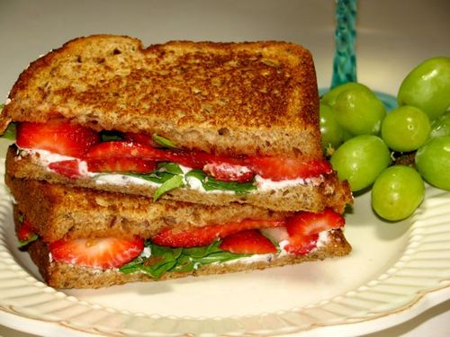 Strawberrie & Goat cheese Grilled Sandwich